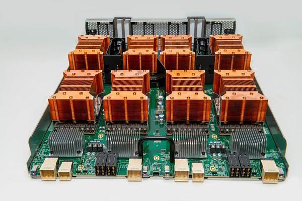 NVIDIA首台Volta架构DGX-1系统开始出货